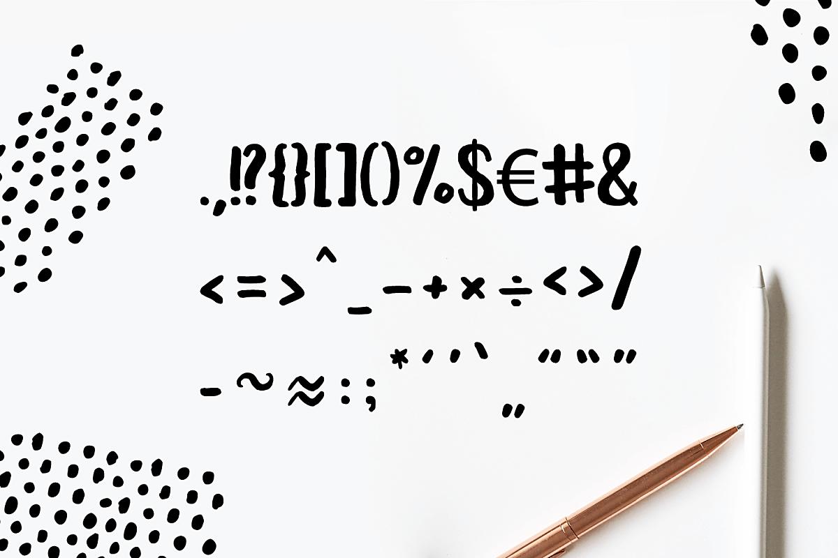 Leira – Free Brush Font
